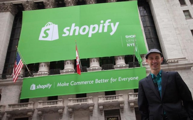 Η εκτίναξη της μετοχής της Shopify γεννά νέους δισεκατομμυριούχους