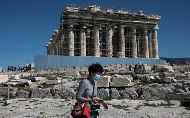 Εντείνεται ο προβληματισμός από την τρύπα του τουρισμού στην Οικονομία