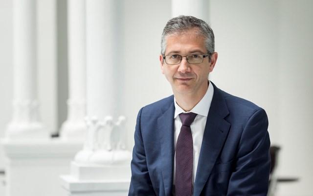 De Cos της ΕΚΤ: Οι διασυνοριακές συγχωνεύσεις στην Ευρώπη θα συμβάλουν στη διαφοροποίηση των τραπεζών