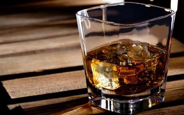 Βρετανία: Σε χάρτινα μπουκάλια θα κυκλοφορεί το ουΐσκι Johnnie Walker από το 2021