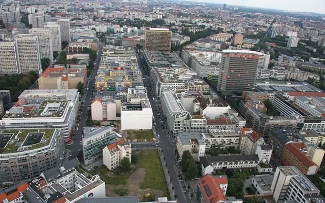 Βερολίνο: Πρόστιμα έως και 500 ευρώ για όποιον δεν τηρεί την απόσταση του 1,5 μέτρου