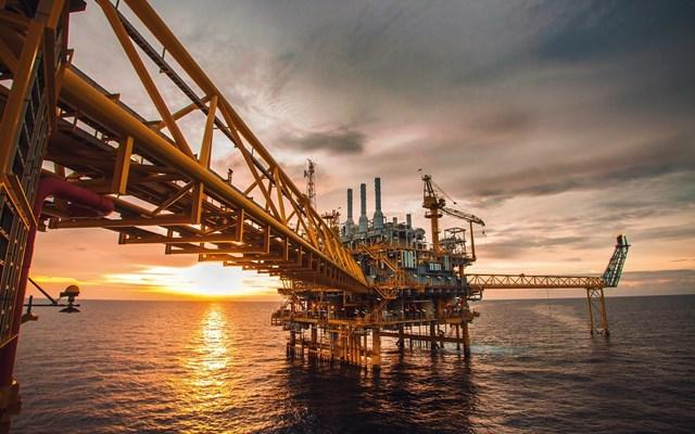 Απασχόληση στις ΗΠΑ και μείωση αποθεμάτων έφεραν υψηλό 4μήνου για το πετρέλαιο
