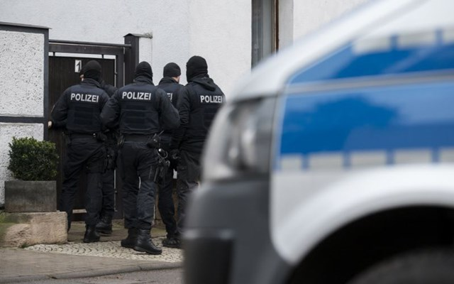 Γερμανία: Εκατοντάδες αστυνομικοί αναζητούν έναν πάνοπλο καταζητούμενο