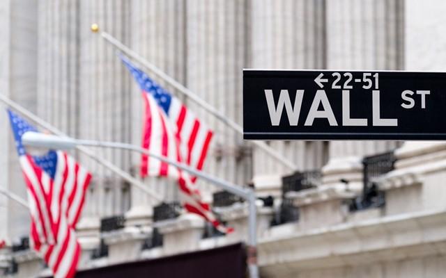 Πιέσεις στη Wall από τις λιανικές πωλήσεις και το αδιέξοδο για το πακέτο τόνωσης