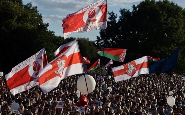 Στους δρόμους χιλιάδες διαδηλωτές, σε ένδειξη διαμαρτυρίας για την ορκωμοσία του Λουκασένκο