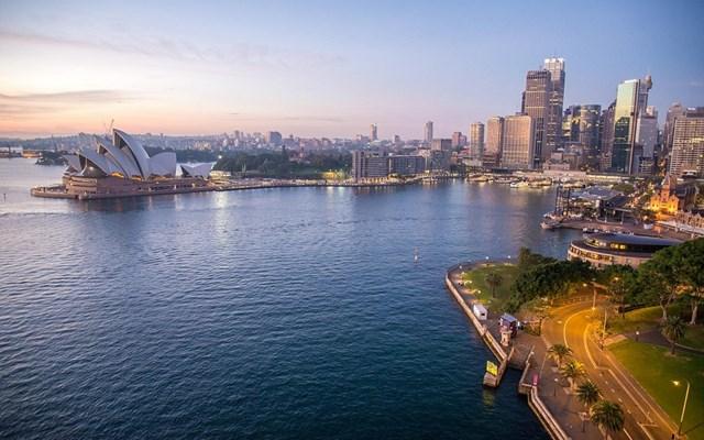 Αυστραλία: Οι αρχές καλούν όσους πολίτες μπορούν να εξακολουθήσουν να εργάζονται από το σπίτι