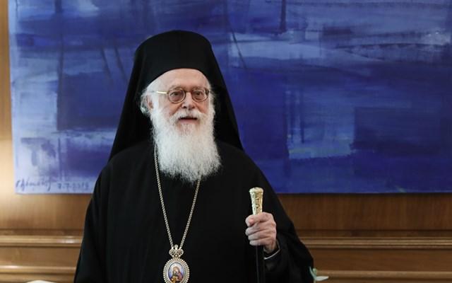 Αρχιεπίσκοπος Αναστάσιος: Κρατάτε τις αναγκαίες αποστάσεις, πλησιάστε όμως μεταξύ σας πνευματικά