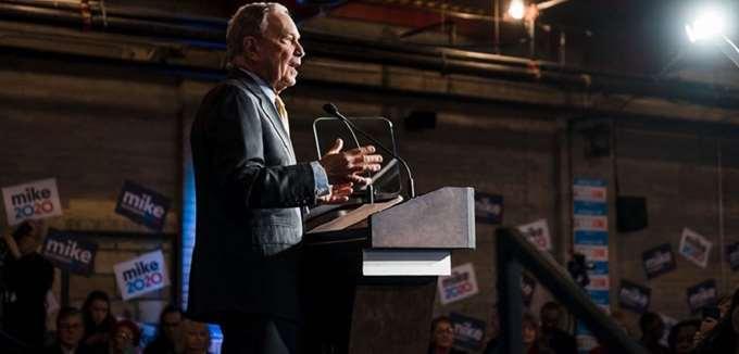 """Ο Μπλούμπεργκ """"αντιγράφει"""" τους αντιπάλους του και σκληραίνει τη στάση του έναντι της Wall Street"""