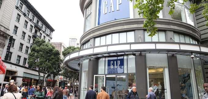 """Απώλειες $1 δισ. """"μετρούν"""" οι μεγαλομέτοχοι της Gap από την κατάρρευση της μετοχής"""