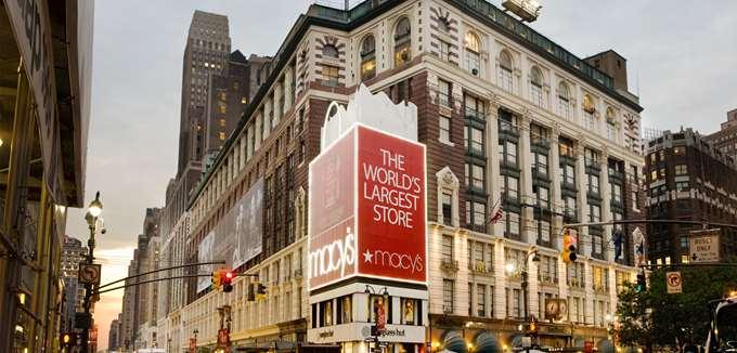 """Τα πολυκαταστήματα αυτοκαταστρέφονται πουλώντας ρούχα από... """"δεύτερο χέρι"""""""