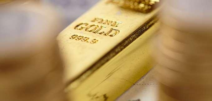 """Γιατί ο χρυσός """"έσπασε"""" το φράγμα των 2.000 δολαρίων για πρώτη φορά"""