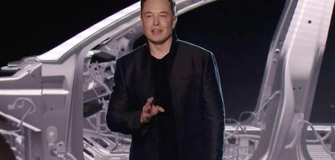 Νέα υποχώρηση για τη μετοχή της Tesla λόγω μείωσης της παραγωγής των Model S και X
