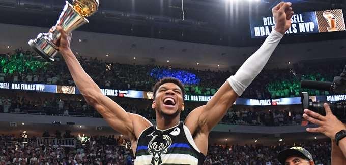 Πόσα επιπλέον χρήματα μπορεί να κερδίσει ο Αντετοκούνμπο τώρα που κατέκτησε τον τίτλο του NBA