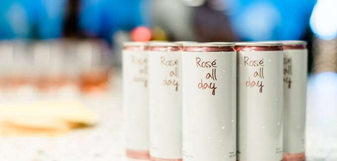 Το fund που επένδυσε σε Facebook και Airbnb, τώρα ποντάρει στο ροζέ κρασί