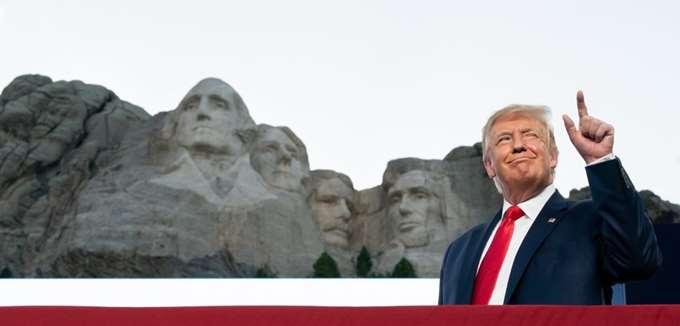 Ο Τραμπ αρνείται ότι ζήτησε να προστεθεί στο Όρος Ράσμορ, αν και το βρίσκει καλή ιδέα