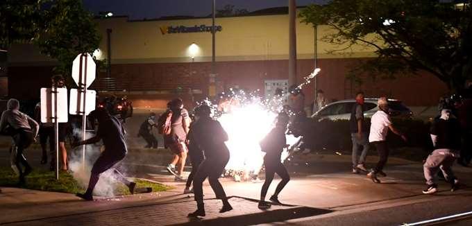ΗΠΑ: Διαδηλώσεις σε όλη τη χώρα για τη δολοφονία του G. Floyd - Ο Τραμπ απειλεί με επέμβαση της Εθνοφρουράς