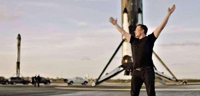 """Ο """"πύραυλος"""" Μασκ: Πώς το εκκεντρικό αφεντικό της Tesla έγινε ο 2ος πλουσιότερος άνθρωπος στον πλανήτη"""