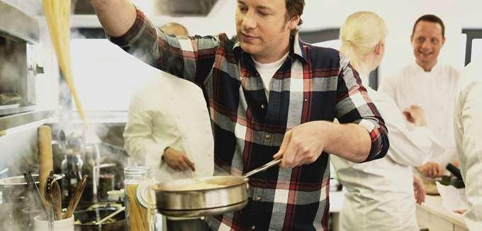 Η αλυσίδα εστιατορίων του Jamie Oliver καταρρέει, απειλώντας 1.300 θέσεις εργασίας