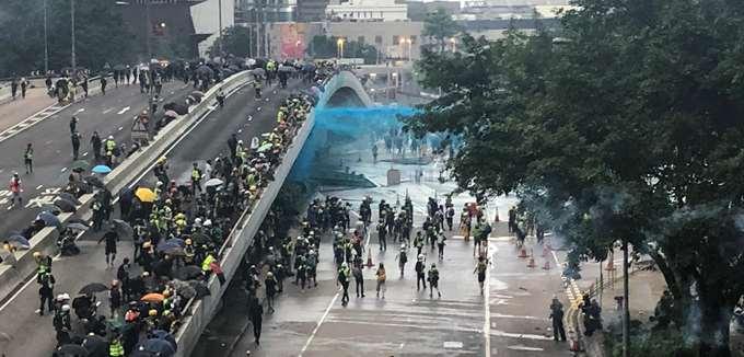 Ο Τιμ Κουκ υπερασπίζεται τη διαγραφή εφαρμογής της Apple που σχετιζόταν με τις διαδηλώσεις στο Χονγκ Κονγκ