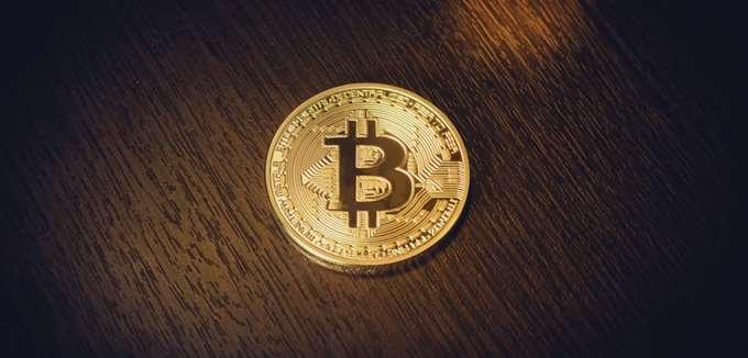 Το bitcoin θα δώσει τέλος στο πτωτικό σερί 6 μηνών. Τι βρίσκεται πίσω από τη δυναμική αυτή;
