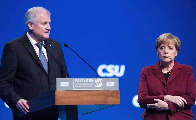 Η κεντρώα προσέγγιση της Merkel παραμένει ελκυστική για τους Γερμανούς