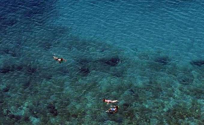 Σώος περισυλλέχθηκε 19χρονος στην Αρτέμιδα που αποκοιμήθηκε σε στρώμα θαλάσσης