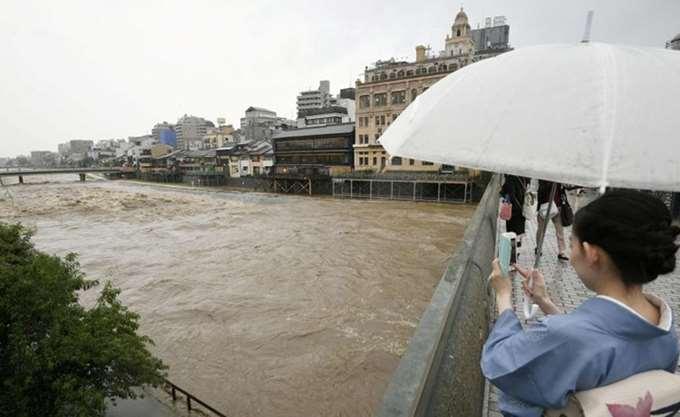 Ιαπωνία: Τέσσερις νεκροί, εκατοντάδες χιλιάδες εκτοπισμένοι λόγω πρωτοφανών βροχοπτώσεων