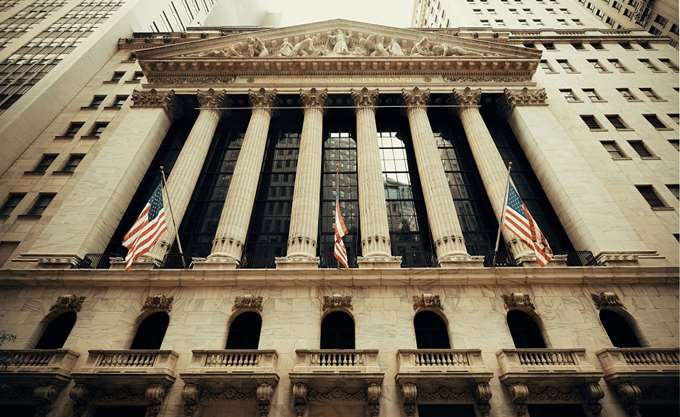 Προσπαθεί να βρει τον θετικό βηματισμό της η Wall Street
