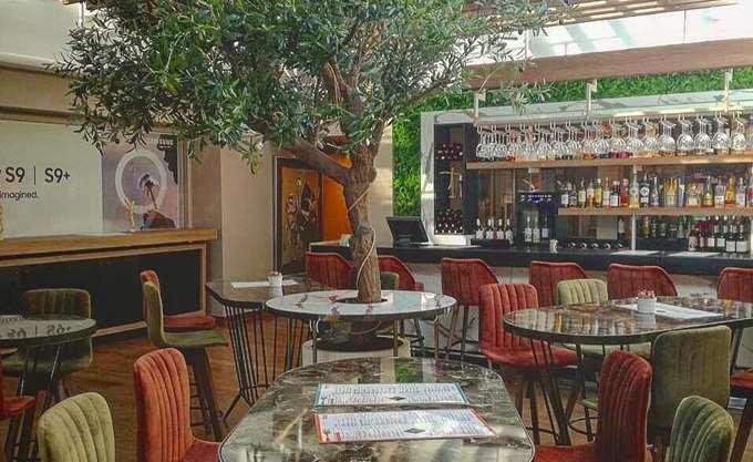 PublicCafé: Αέρας ανανέωσης και… Κυκλάδων στην καρδιά της Αθήνας