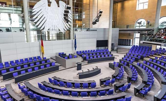 """""""Άνοιξε"""" το μέτωπο του ελληνικού Συνταξιοδοτικού στην Bundestag"""