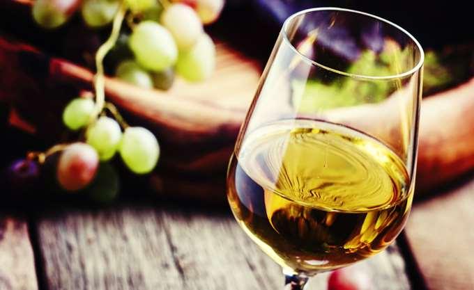 Στο σφυρί τρεις φιάλες με κρασί του 1774