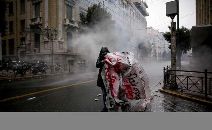 Κακουργήματα και πλημμελήματα για τους 13 συλληφθέντες από τα χθεσινά επεισόδια