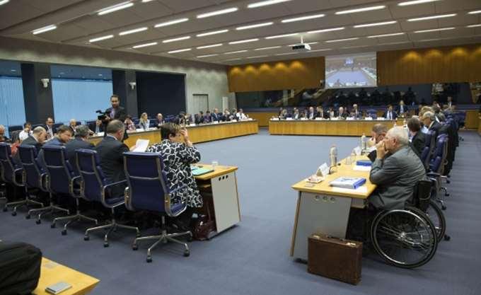 Γερμανικά ΜΜΕ για Eurogroup: Είναι καιρός η Ελλάδα να σταθεί στα πόδια της