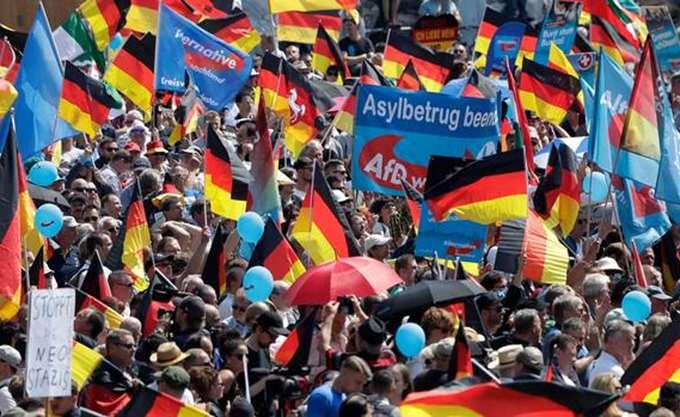 """Γερμανία: Η ακροδεξιά AfD ματαίωσε την """"εκλογική βραδιά"""" της, υποστηρίζοντας ότι δέχεται απειλές"""