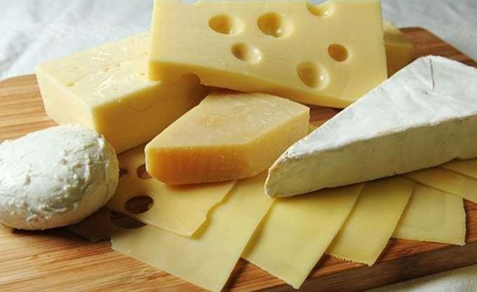 Κατάσχεση ακατάλληλων τυριών σε επιχείρηση του Πειραιά