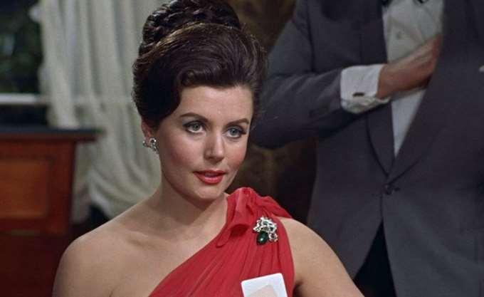 Πέθανε η ηθοποιός Γιούνις Γκέισον, το πρώτο κορίτσι του Τζέιμς Μποντ
