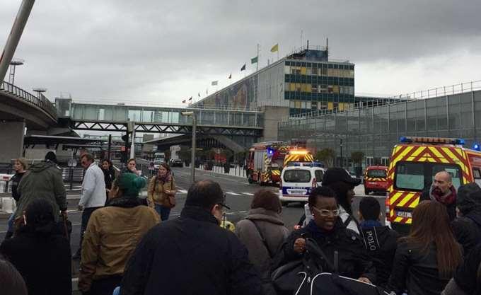 Παρίσι: Ένα ζευγάρι παπούτσια προκάλεσε χάος στο αεροδρόμιο Ορλί