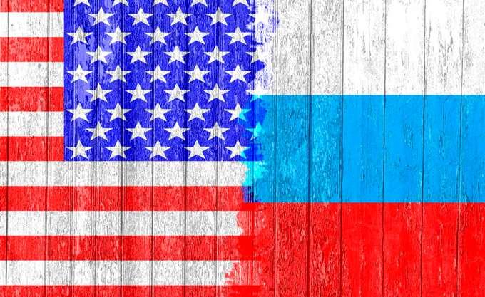 Λαβρόφ: Οι αμερικανικές κυρώσεις μειώνουν αισθητά την εμπιστοσύνη προς το δολάριο