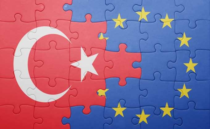 Κομισιόν: Η Τουρκία έχει κάνει μεγάλα βήματα μακριά από την ΕΕ