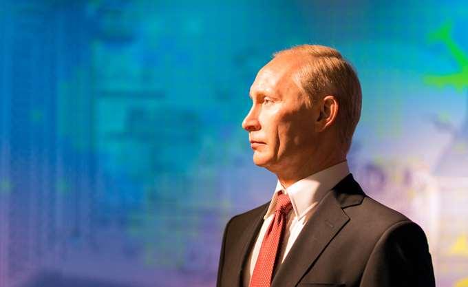 "V. Putin: Υπέγραψε νόμο που επιτρέπει να καταχωρούνται ΜΜΕ ως ""πράκτορες του εξωτερικού"""