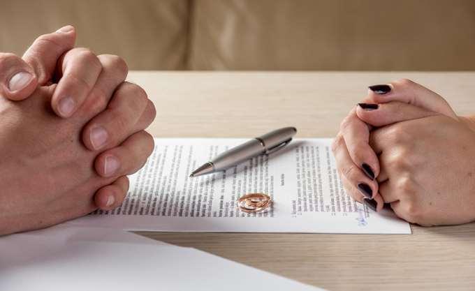 """Ινδία: Ένα βήμα πιο κοντά στην ποινικοποίηση του """"στιγμιαίου διαζυγίου"""