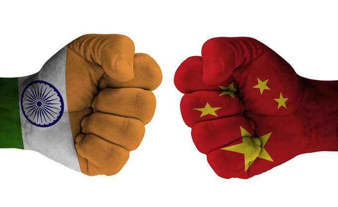 """Η οικονομία της Ινδίας """"κερδίζει"""" την Κίνα"""