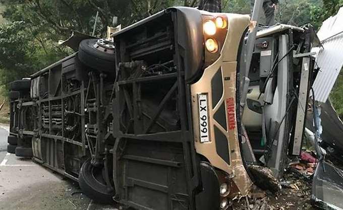 Κίνα: Τουλάχιστον 19 νεκροί από ανατροπή διώροφου λεωφορείου