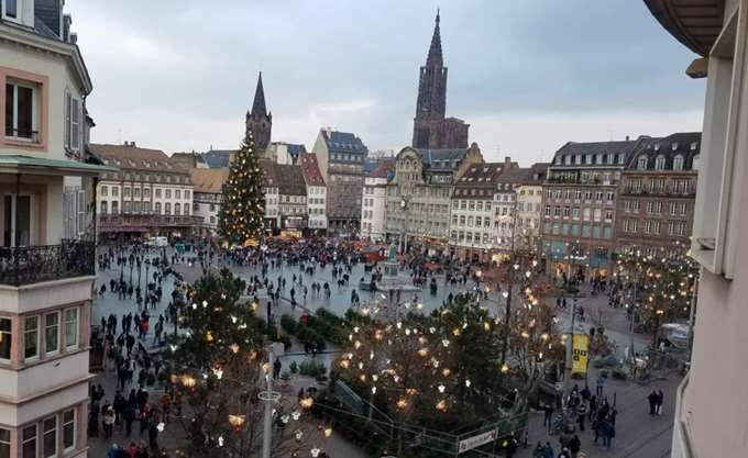 Άνοιξε εκ νέου η χριστουγεννιάτικη αγορά στο Στρασβούργο