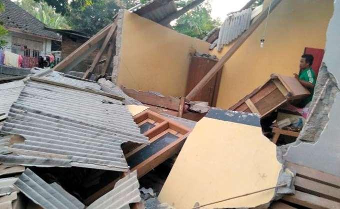 Ινδονησία: Τουλάχιστον 384 νεκροί από ισχυρό σεισμό και τσουνάμι στο νησί Σουλαουέζι