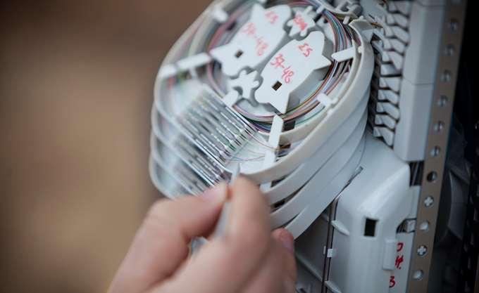 """ΟΤΕ, Vodafone και Wind δίνουν τη """"μάχη"""" της οπτικής ίνας"""