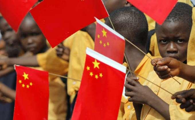 Η Κίνα αντιμετωπίζει την Αφρική όπως έκαναν οι Ευρωπαίοι αποικιοκράτες