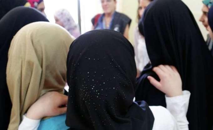 Γερμανία: Εξετάζεται το ενδεχόμενο απαγόρευσης της μαντίλας στα σχολεία