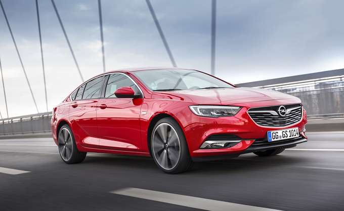 """Peugeot: """"Κόβει"""" 800 θέσεις από εργοστάσιο της Opel"""