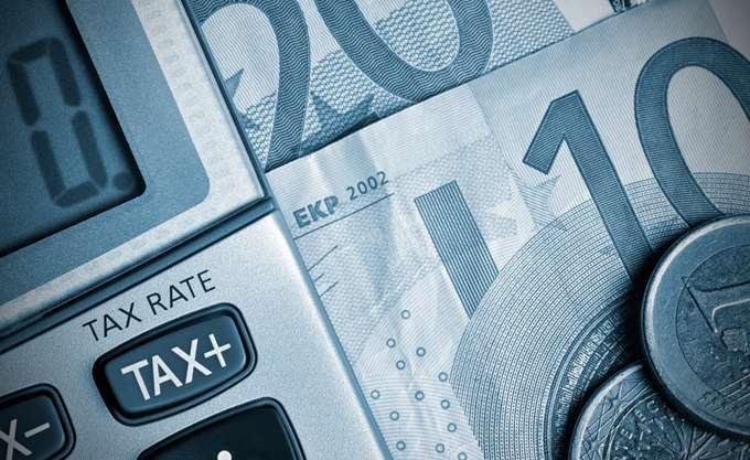 Μείωση φόρων μόνο με μείωση συντάξεων - αφορολόγητου